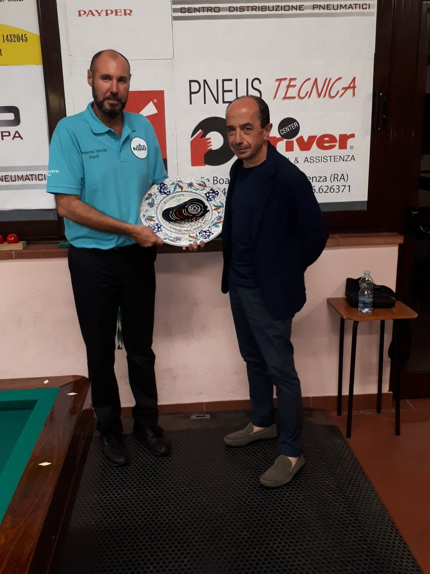 Luca Alpi (1° class.) premiato da Luigi Pederzoli (Pneustecnica)