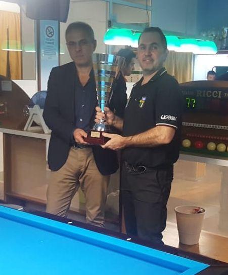 Il sindaco Faustino Conigli premia Cristian Gasperini