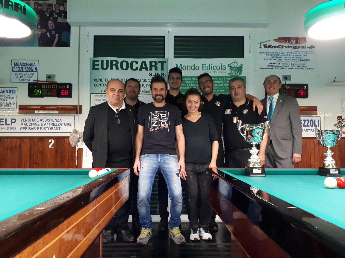 Foto di gruppo dei 4 semifinalisti con Amorati Oriano (Pres. Comitato di Ravenna) - Omar e Barbara (gestori del BBZO Caffè) e Loris De Cesari (Cons. Federale)