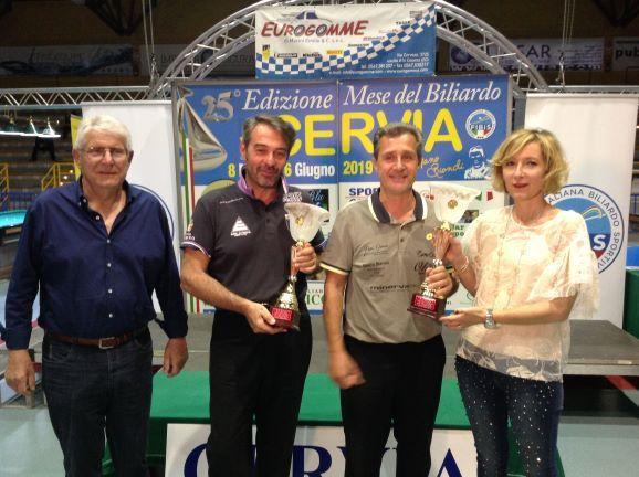 Tassinati Nicola - Sirri Stefano (2° class.) premiati da Augusto Landi e Augusto Landi (Pres. Reg.le Fibis) e Stefania Ceccarelli