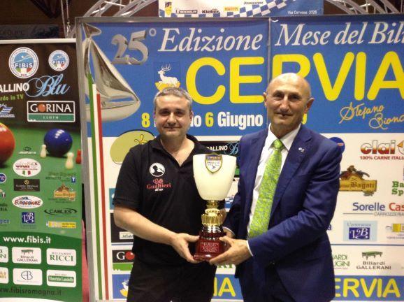 Turrini Daniele (1° class.) premiato da Loris De Cesari (Cons. Fed. Fibis)