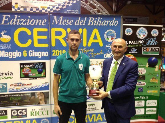 Babini Francesco (2° class.) premiato da Loris De Cesari (Cons. Fed. Fibis)