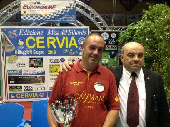 Fabio Turchi (1° class.) premiato da Oriano Amorati (Pres. Prov.le Fibis Ravenna)