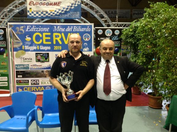 Davide Bongiovanni (2° class.) premiato da Oriano Amorati