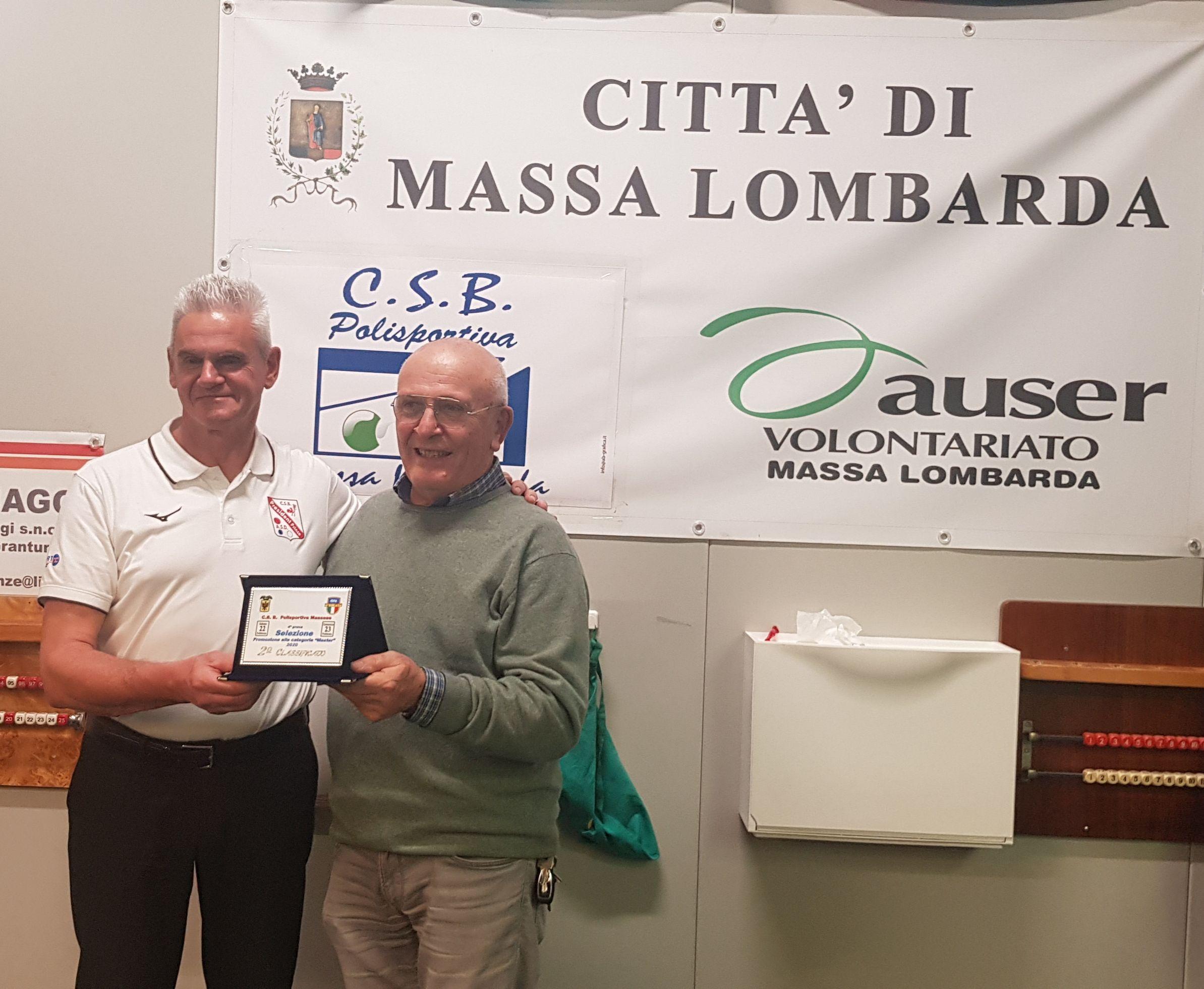 Giorgio Tavalazzi premia  Massimo Vanin