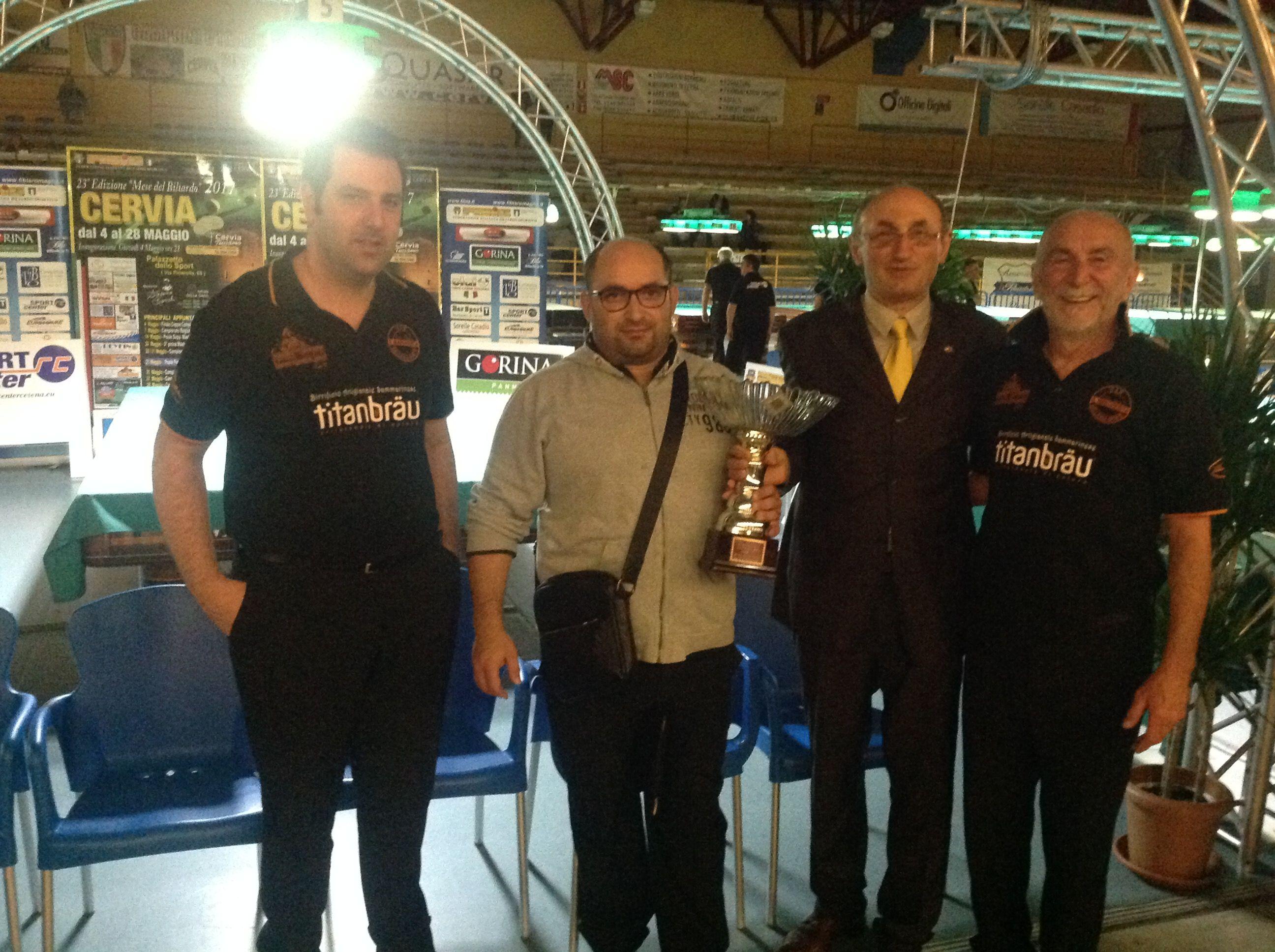 Il Consigliere Federale Loris De Cesari premia la 2^ squadra classificata Santa Margherita