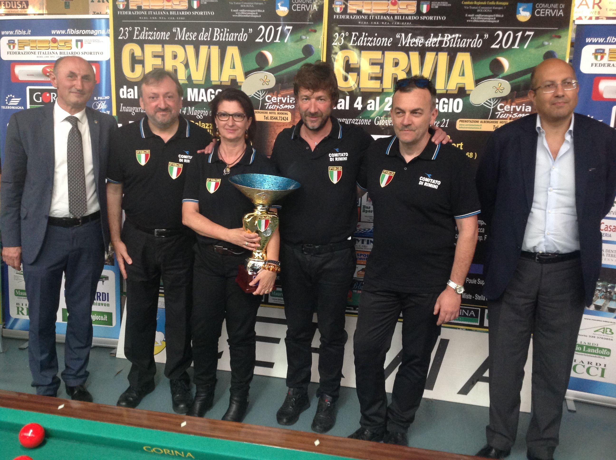 La squadra vincitrice: Cristofori Rosalba, Cecchini Maurizio, Spinozzi Angelo, Rosa Enrico con il Consigliere Federale Loris De Cesari e il Presidente Nazionale Andrea Mancino
