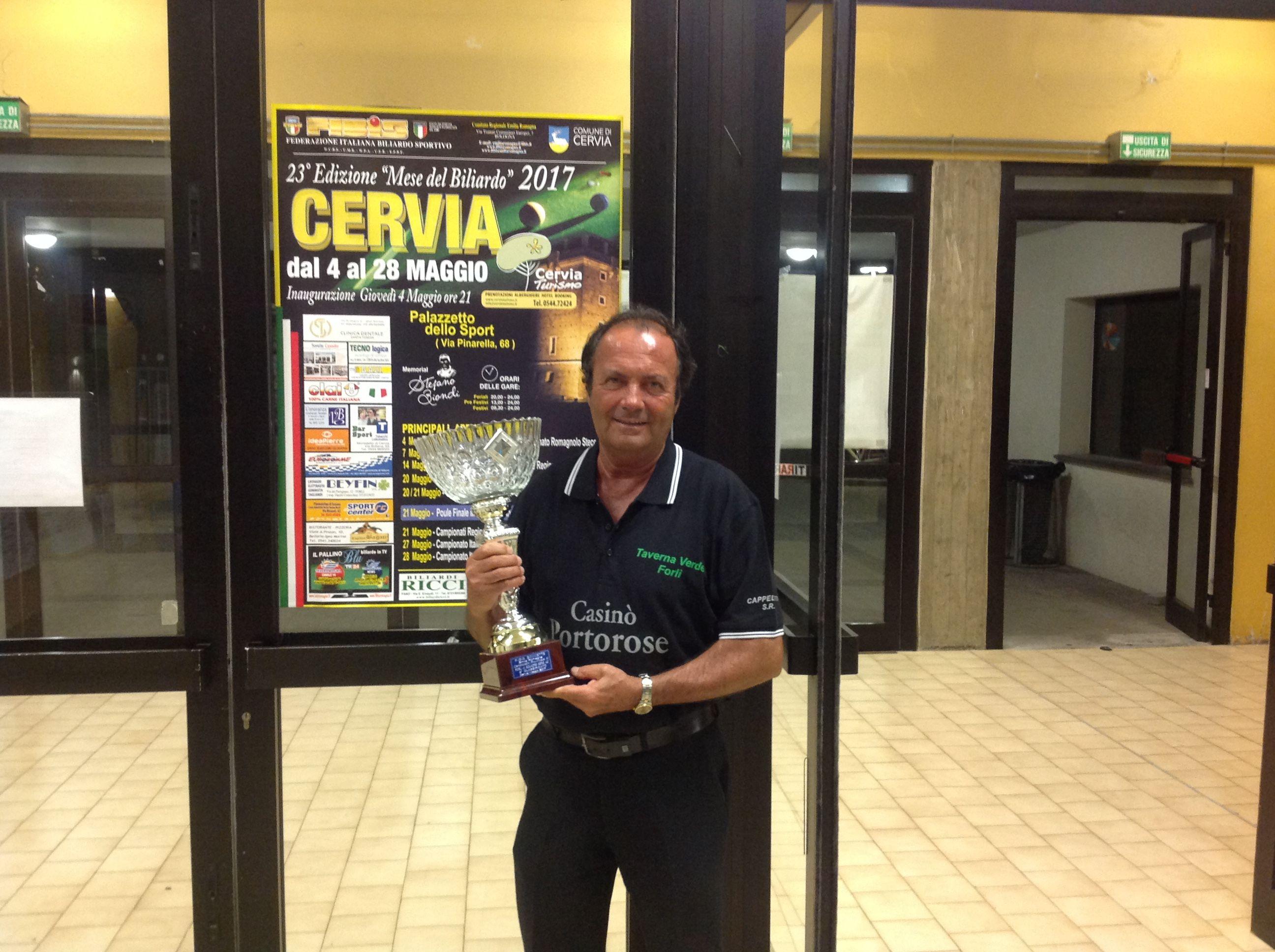 2^ Squadra classificata Straiff Taverna Verde, ritira il premio Scarzani Germano