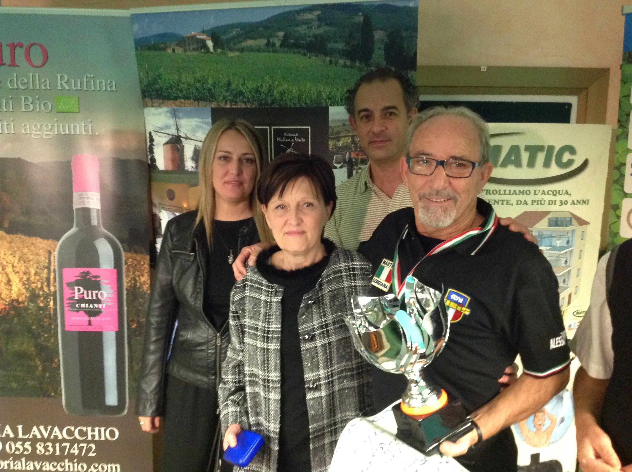 2° classificato Alessandrini Pier Giorgio con i famigliari di Tonino Falchetti e il titolare Giannoni Stefano