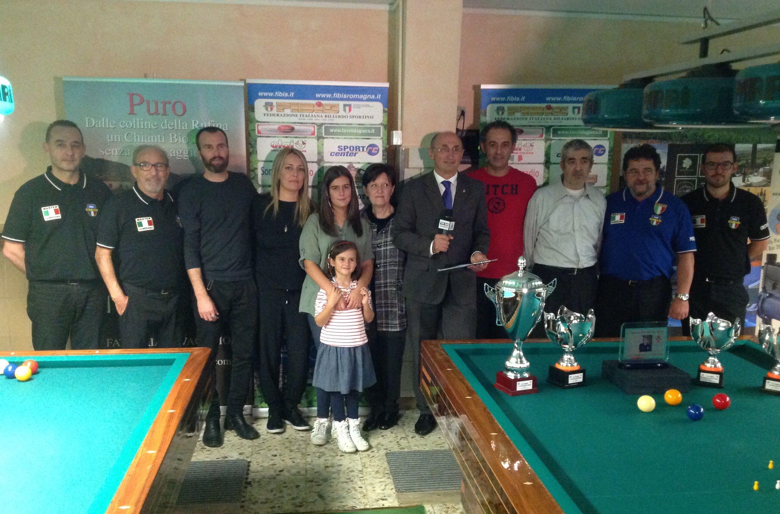 I finalisti con i famigliari di Tonino Falchetti e il Consigliere Federale L. De Cesari